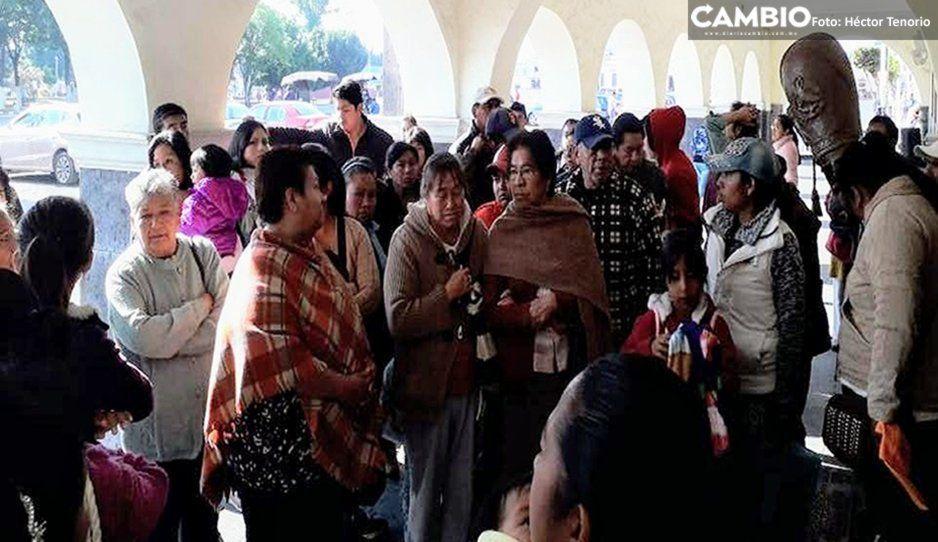 Vecinos de Huejotzingo realizan manifestación tras el cierre del Centro de Salud