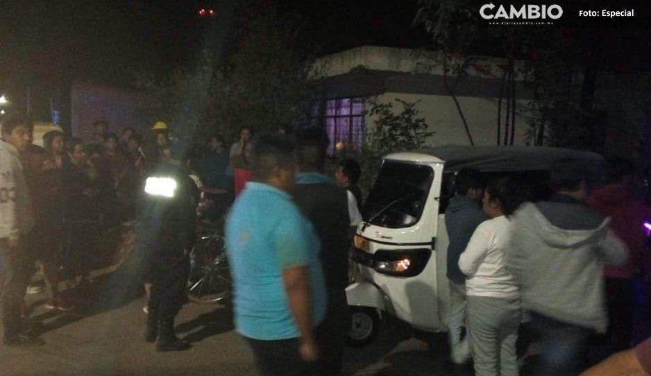 ¡Así las vialidades! Menor de 14 años conduciendo un mototaxi arrolló a dos ciclistas en Coronango
