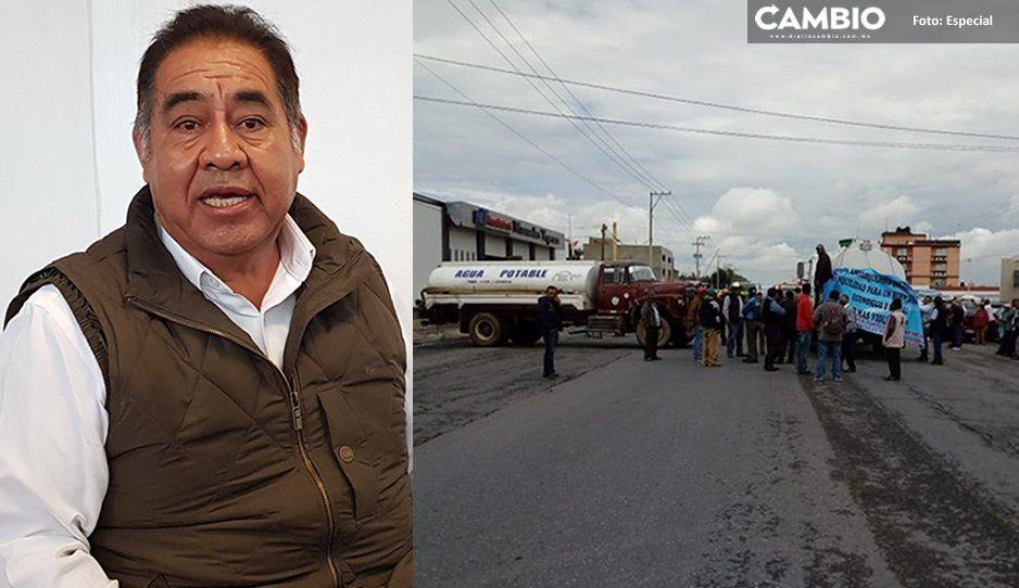 ¡Caos en Amozoc! Pobladores exigen la renuncia del alcalde y cierran tres accesos