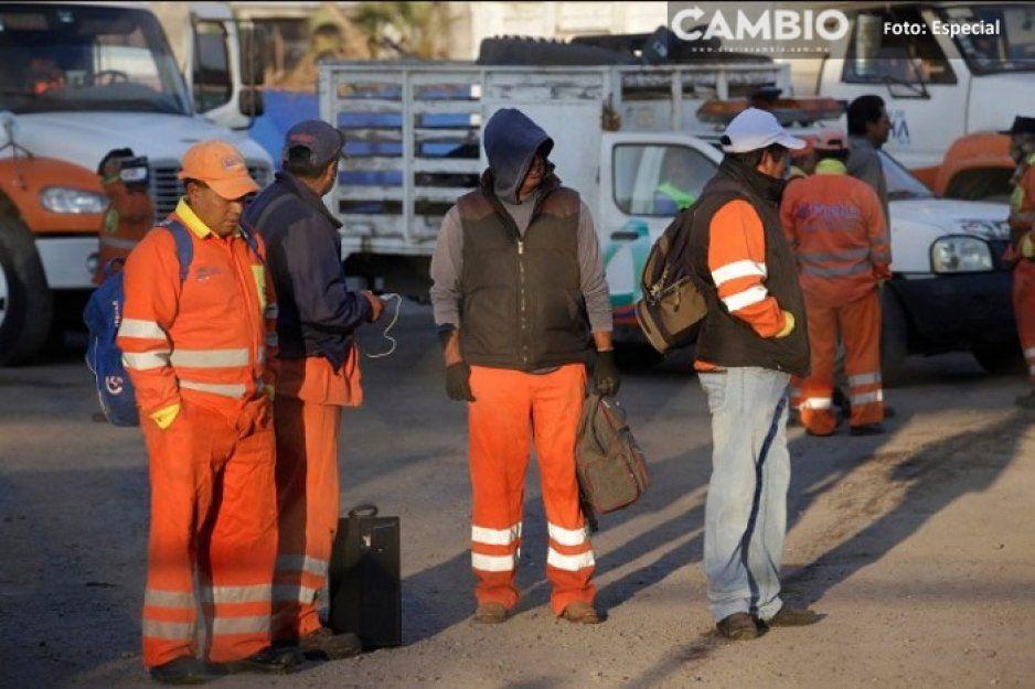 Trabajadores del servicio de limpia cierran calles y ocasionan caos vial