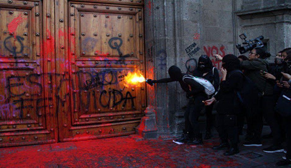 AMLO hizo un llamado a cultivar la amistad y pleitos tras las marchas feministas fuera del Palacio Nacional