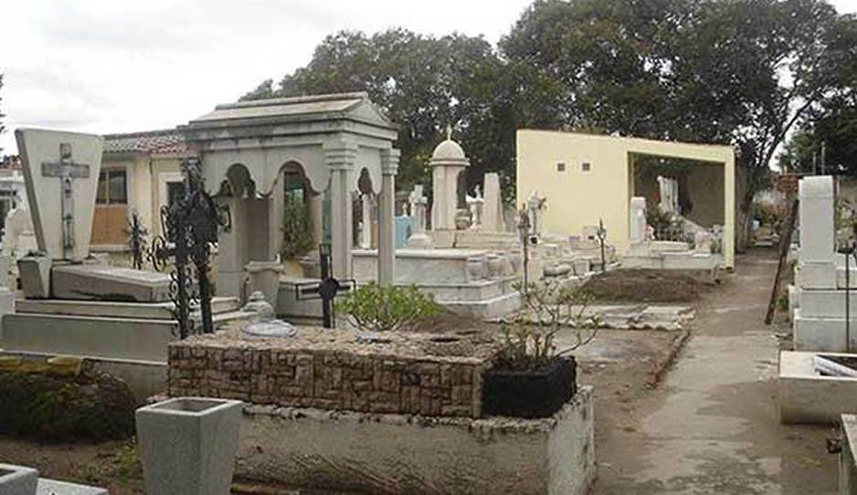 Veracruzano se suicida colgándose de una lápida en el panteón de Huejotzingo