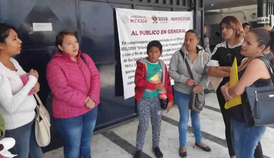 Madres molestas porque sus hijos no fueron censados para recibir apoyos del Gobierno Federal