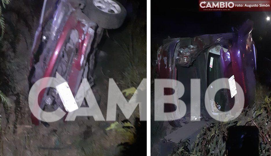 Destroza su automóvil en aparatosa volcadura en Tochtepec