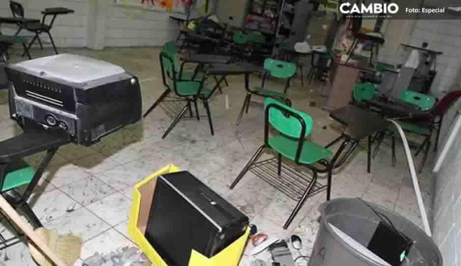 Pobladores de Chietla roban equipos de cómputo en preescolar; se niegan a denúncialos