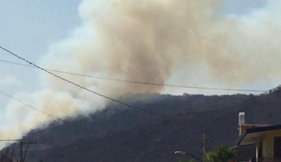 Se incendia Cerro del Charro entre la universidad Tecnológica de Atlixco y el fraccionamiento Tizayuca