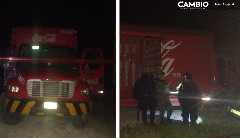 Policías y delincuentes se enfrentan a balazos en Molcaxac tras recuperar un camión de Coca-Cola