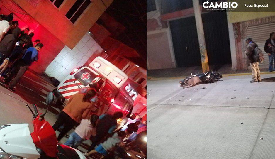 Motociclista choca contra poste y pierde la vida en Texmelucan
