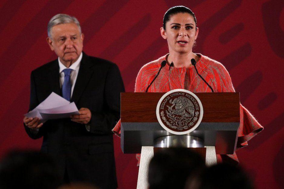 Ana Gabriela entrega medalla a AMLO pese a que no apoyó a los atletas ganadores previo a los Panamericanos