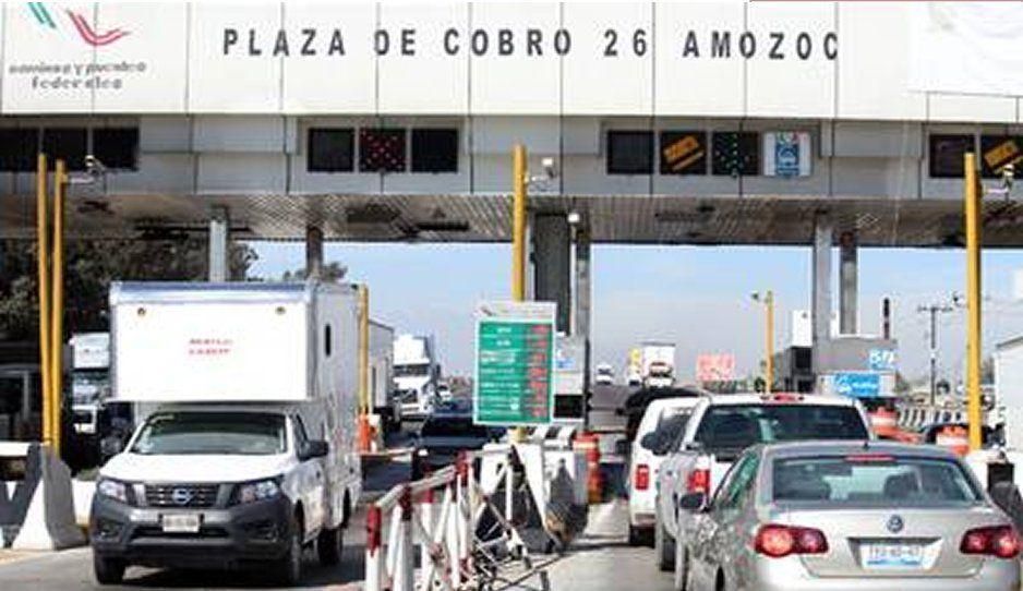 Manifestantes toman caseta de Amozoc, piden 50 pesos para dejar pasar
