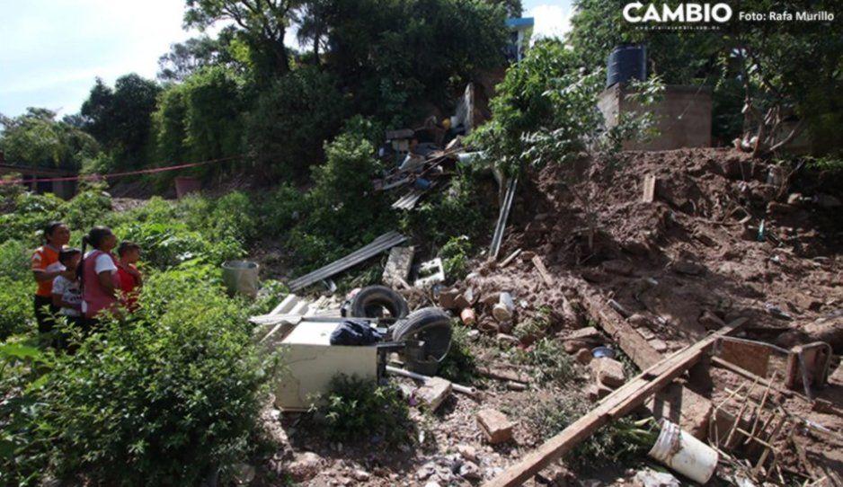 Desalojan cuatro viviendas en Santo Tomás Chautla tras deslave de cerro