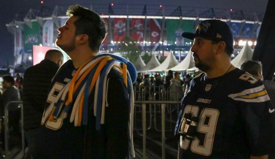Fans de NFL México reportaron robos al finalizar partido en el Estadio Azteca