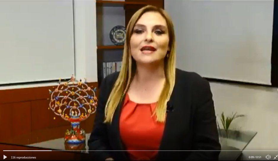 Antes de que llegue Barbosa, Sandra Izcoa se baja del barco gubernamental