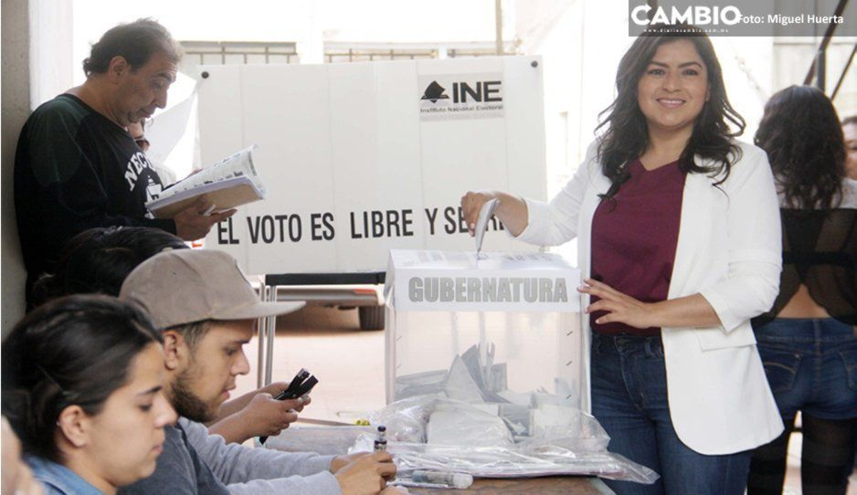Claudia Rivera logra votar y descarta focos rojos en la capital
