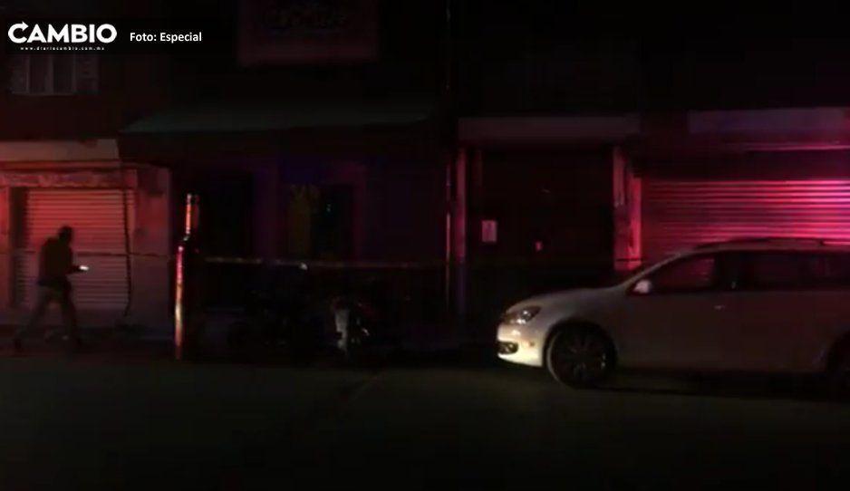 Asesinan a un hombre afuera de bar en Atlixco