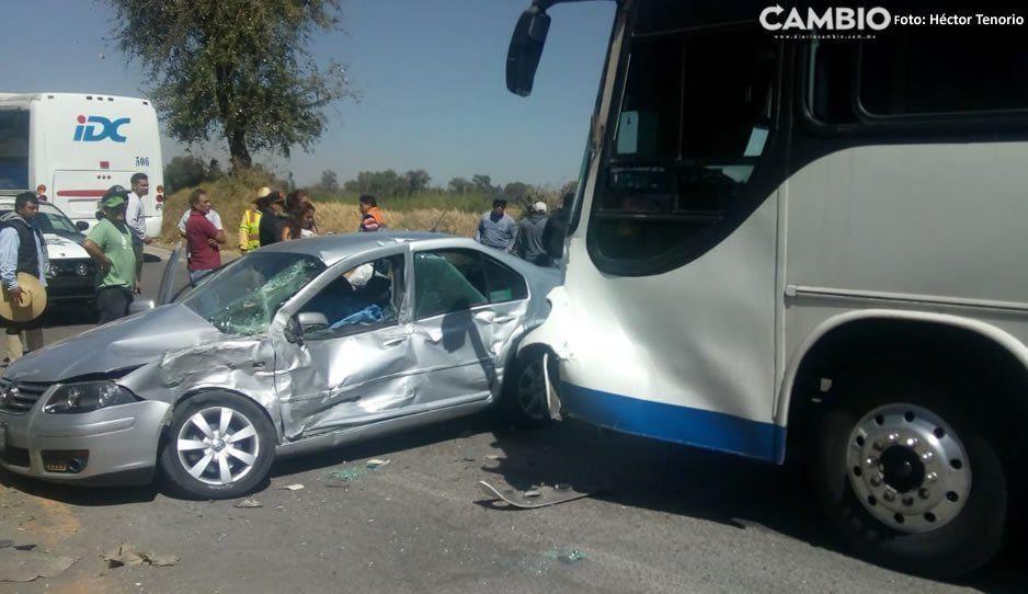 Choque entre autobús y en vehículo particular deja un muerto en Huejotzingo