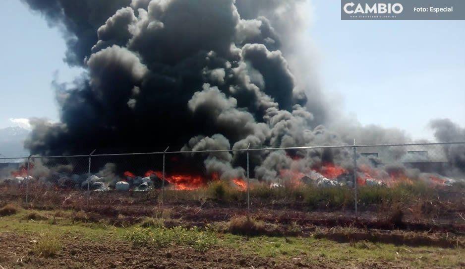Se incendia depósito de desechos sobre la México-Puebla (VIDEO)