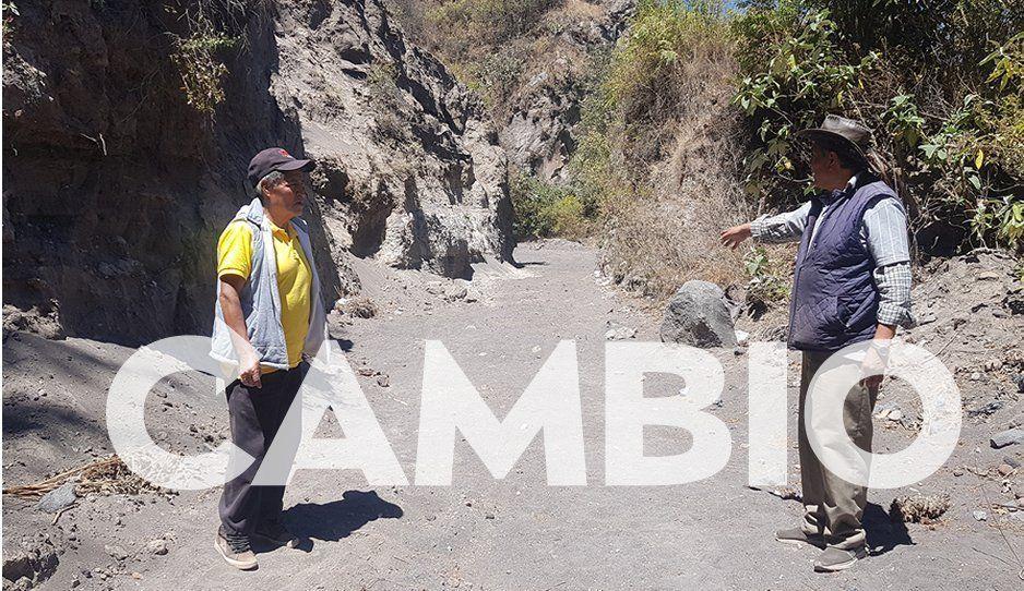 Autoridades ejidales de Xalixintla piden apoyo de AMLO para habilitar canal de desagüe de lava