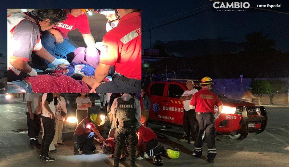 En choque, conductora de moto sale proyectada más de 10 metros junto con su hijo