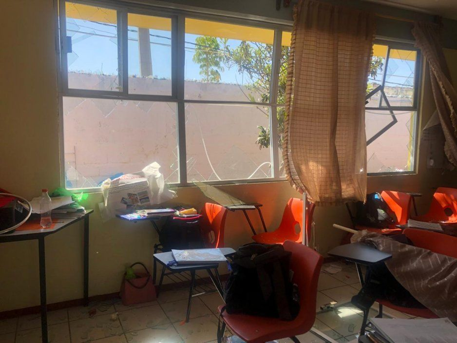Por  vidrios rotos de ventanas lesionan a niños de escuela en explosión de Tepeaca; suspenden clases