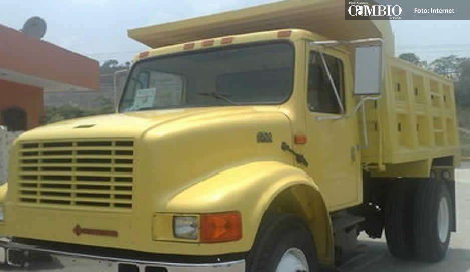 Muere hombre en su camión de volteo en Atlixco