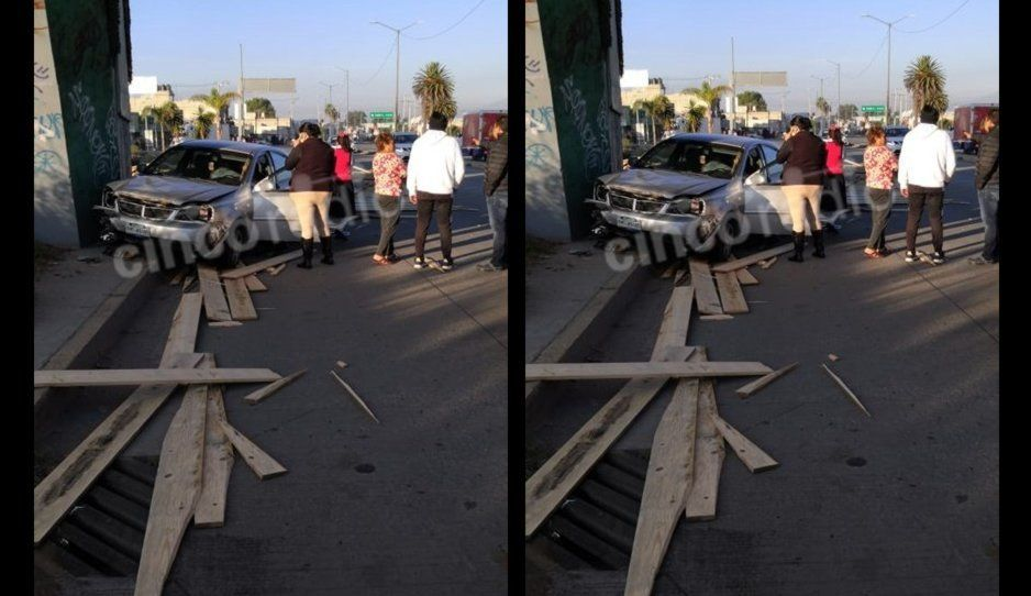 Caen tablas de puente en la Federal a Tehuacán; hay dos personas lesionadas
