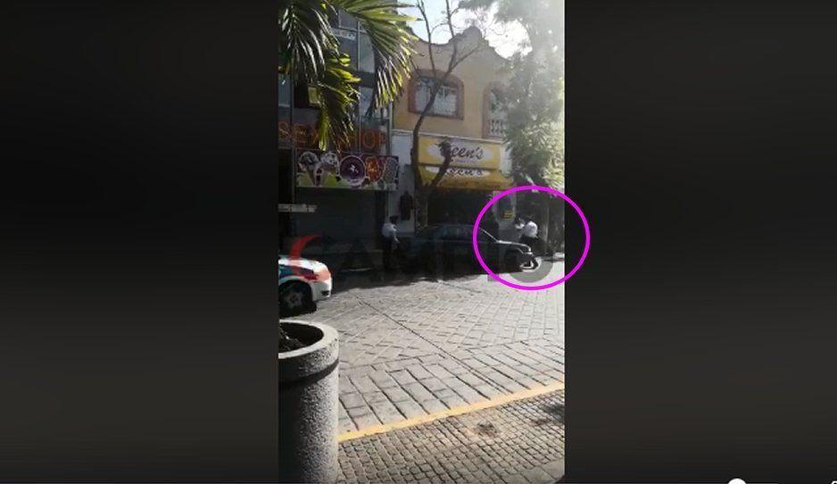 #LadyQuítatePendejo agrede a agentes viales de Tehuacán para evitar multa (VIDEO)