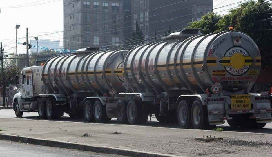 Ya hay una comisión para la compra urgente de pipas con combustible: AMLO
