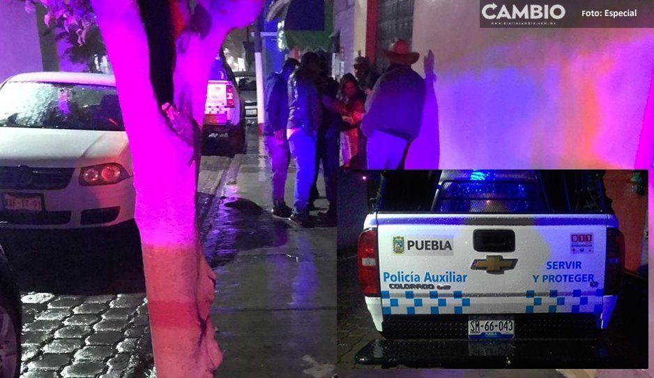 ¡El colmo! Policía se sube a la banqueta y atropella a joven en Atlixco