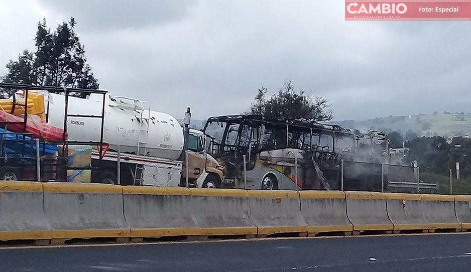 Se incendia autobús AU en la México-Puebla (VIDEO)