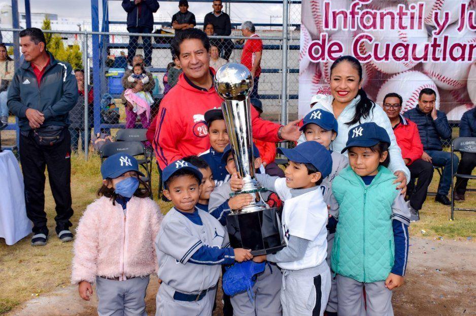 Inaugura Lupita Daniel Tercer Torneo de Béisbol Primavera 2020 de la Liga Infantil y Juvenil de Cuautlancingo