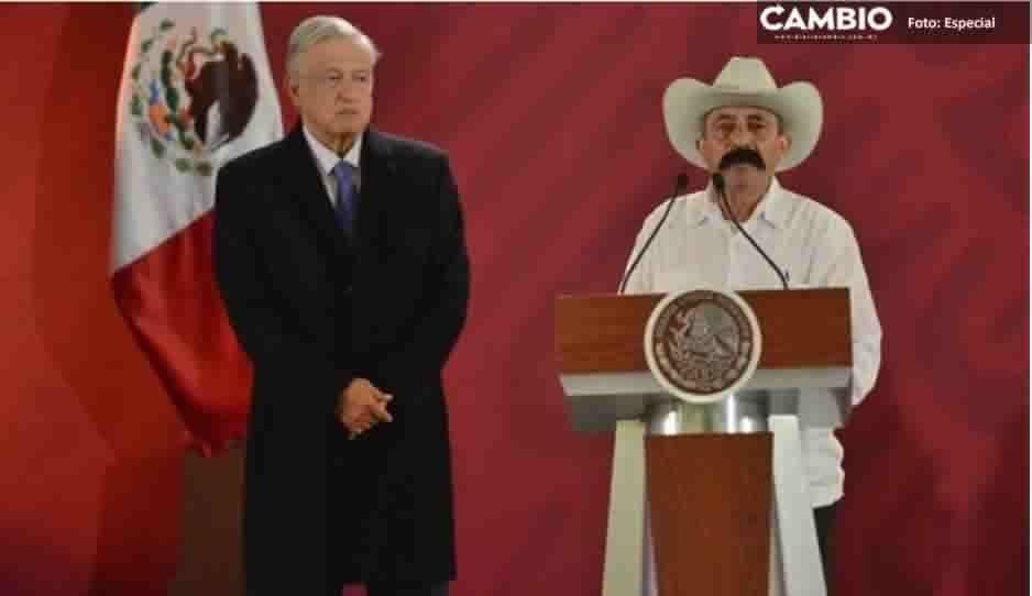 """""""¡Viva México, cabrones!"""", exclama nieto de Emiliano Zapata en Palacio Nacional"""