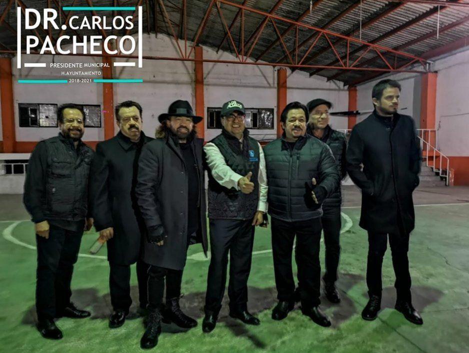Edil de Esperanza derrocha recurso en su informe de gobierno al contratar a Los Acosta
