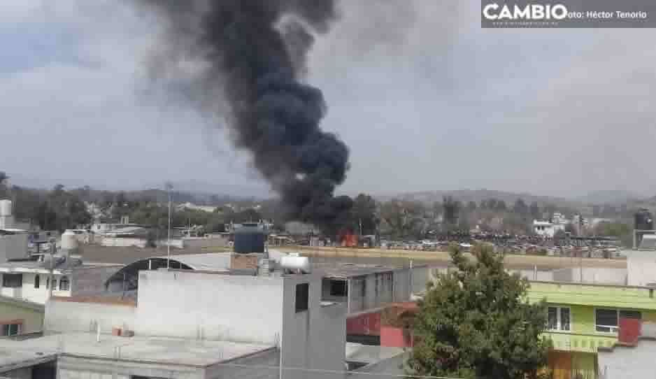 Se incendia deshuesadero en Texmelucan