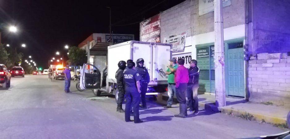 Sujetos armados intentan asaltar a tripulantes de una camioneta dejando a un lesionado en Texmelucan