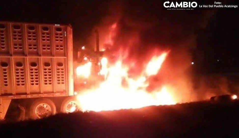 Bandas se disputan tráiler y mejor lo incendian en Acatzingo