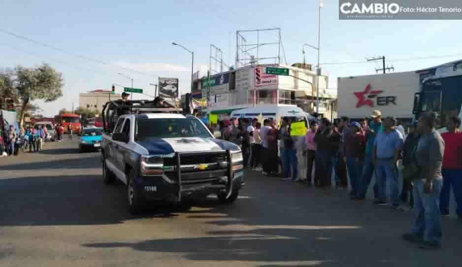 Vecinos de Texmelucan realizan cadena humana en manifestación por inseguridad