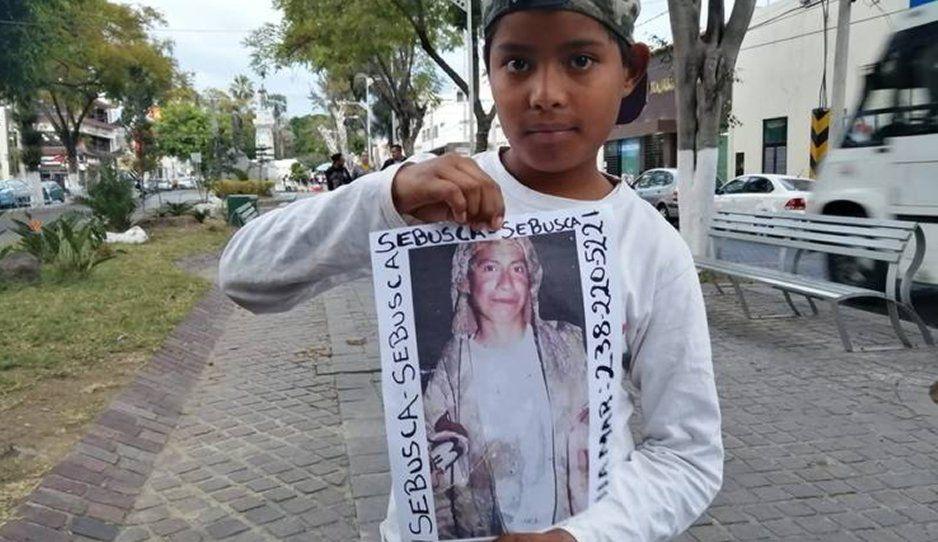 Niñitos desamparados salen a buscar a su mamá desaparecida en Tehuacán