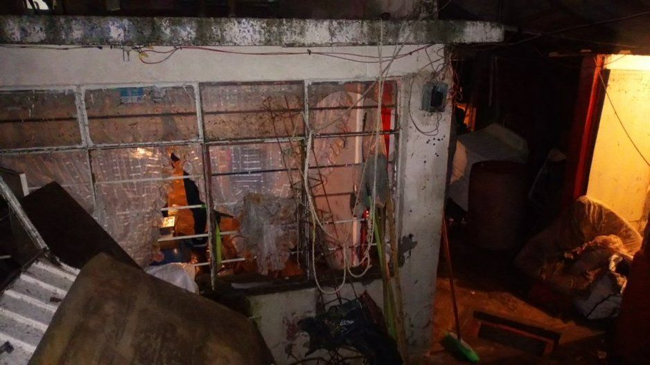 Inundación en Bulevar Carmelitas destruye casa en la Tres Cerritos: se ahogan un perrito y un gato (FOTOS)