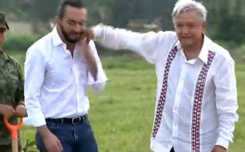 ¡Le aprendió a Andy Ruiz! AMLO golpea a presidente de El Salvador (VIDEO)