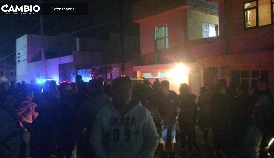 Se calientan los ánimos en Momoxpan, pobladores protestan por presunto robo de cuotas en una primaria