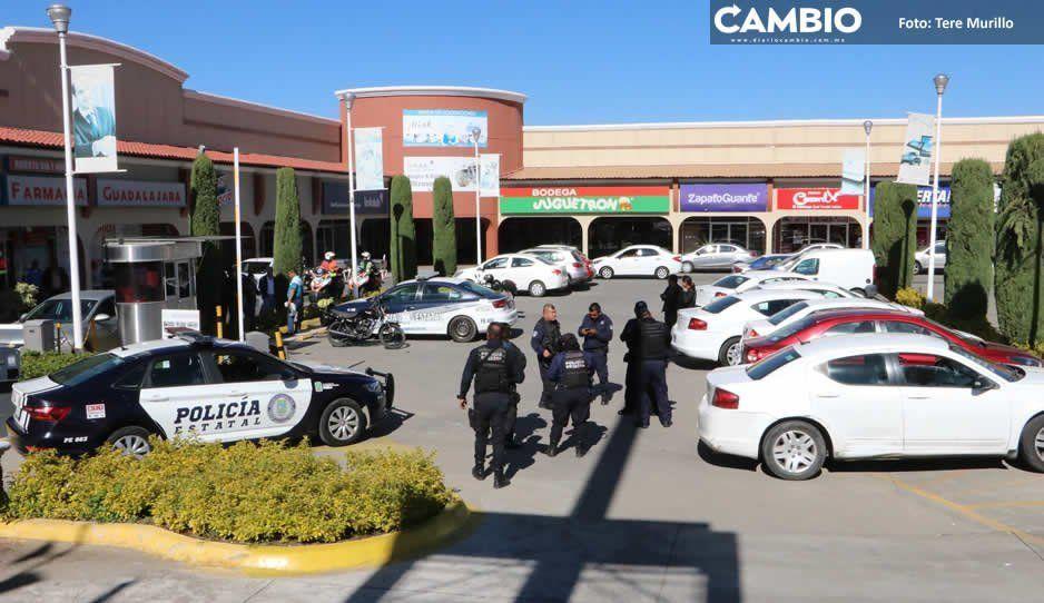 Intento de asalto desata balacera en Plaza Tolín y escolta resulta herido