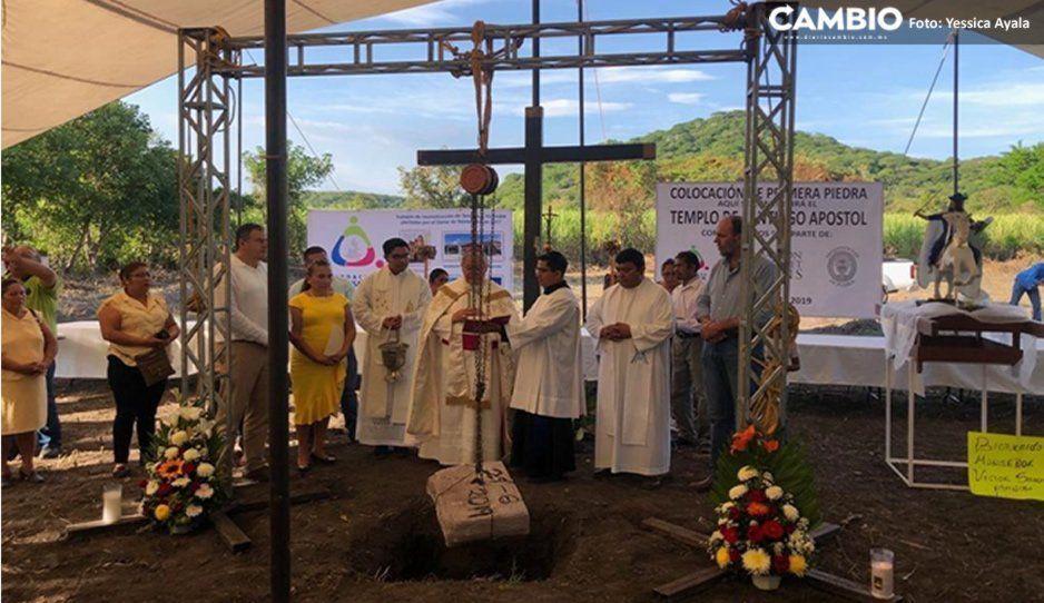 A casi dos años del 19-S, Colocan la primera piedra para reconstruir iglesia en Atzala