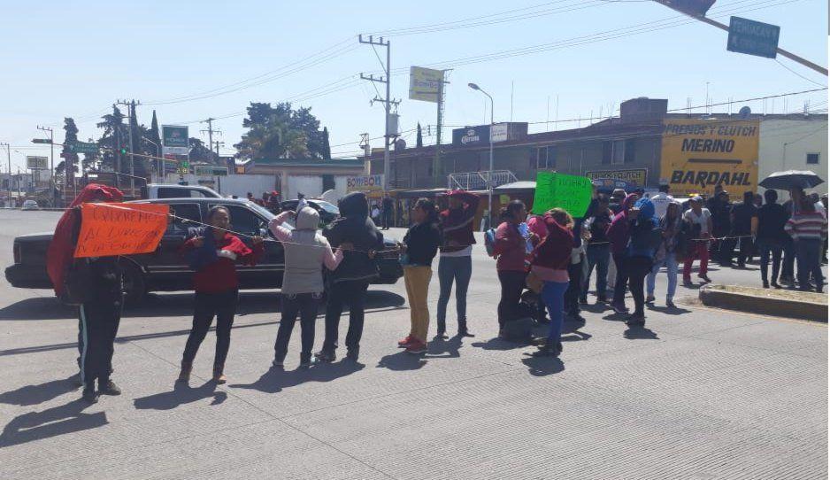 SEP remueve a director de escuela de Amozoc tras protestas de padres de familia
