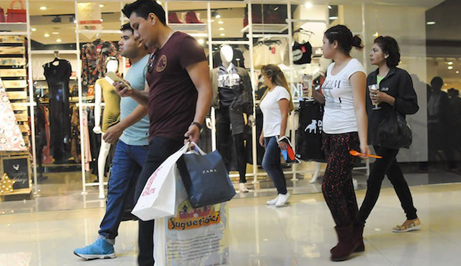 ¿Efecto AMLO? Los mexicanos están comprando menos