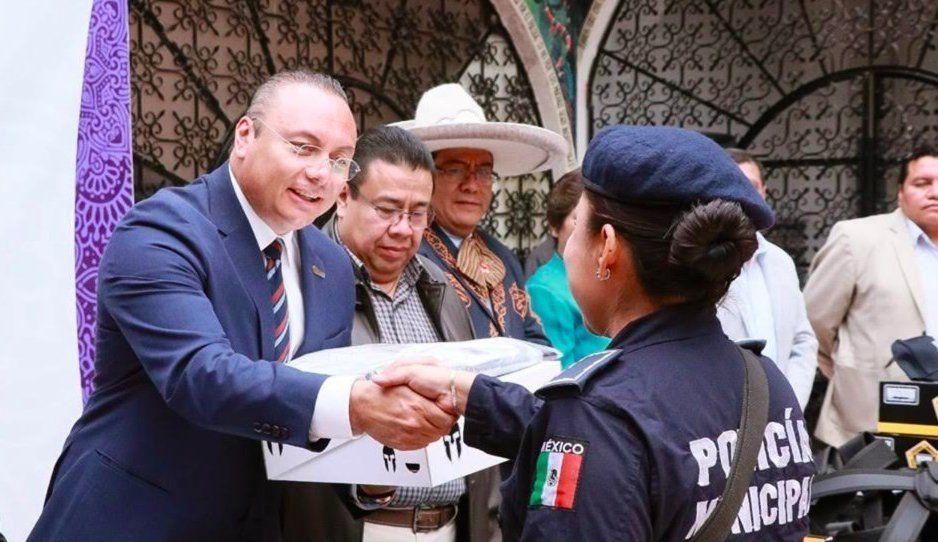 Gobierno de Atlixco entrega uniformes al cuerpo de Seguridad Pública