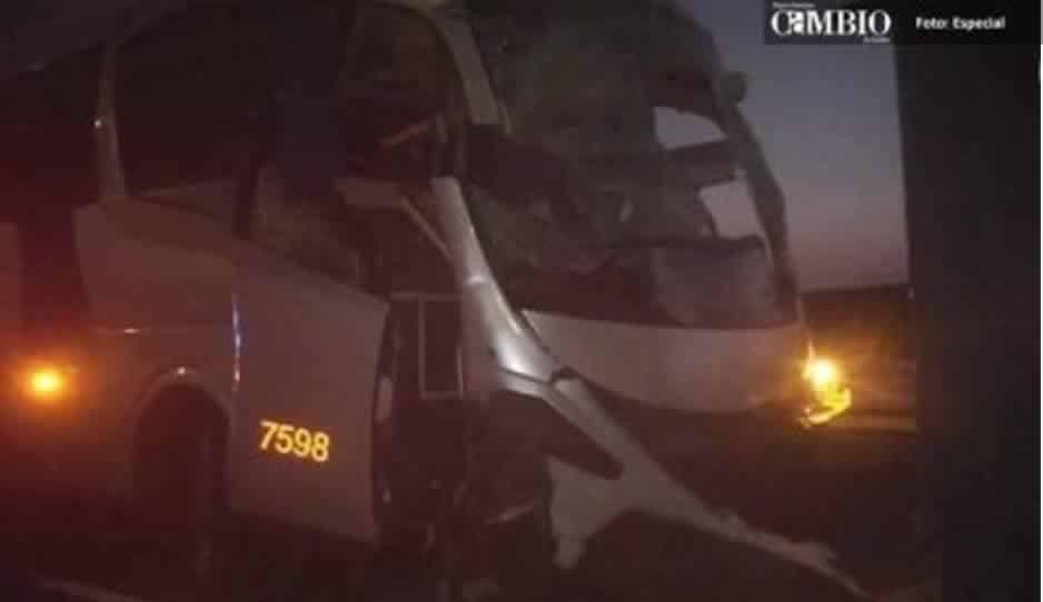 Choque de autobús que transportaba a personal de Audi deja a 15 lesionados