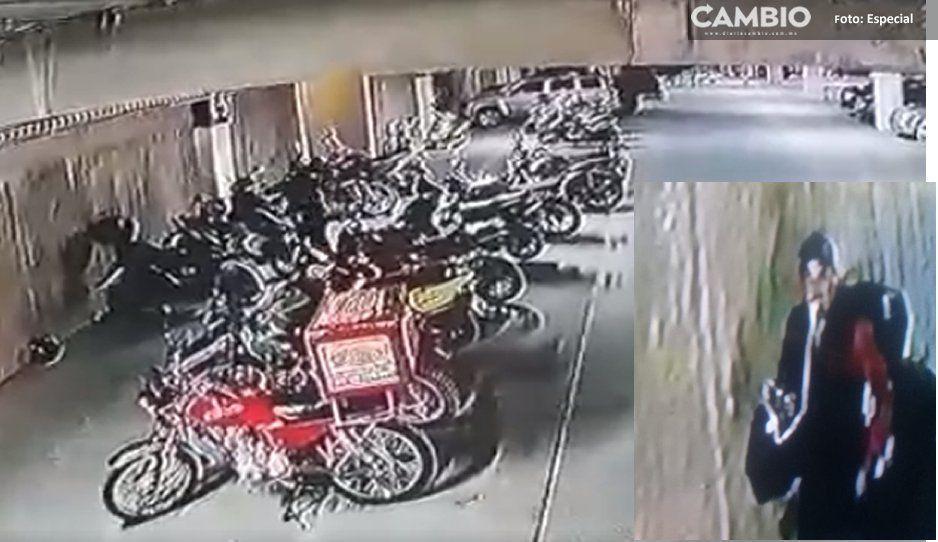 ¡Así operan ratotas! Flitran video donde roban moto en plaza Moradela de Atlixco