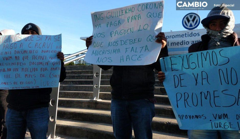 Trabajadores de proveedora de VW bloquean accesos de la planta: exigen pago de deuda