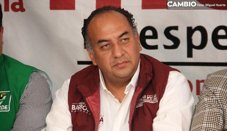 Mario de la Rosa finge destitución  de comisario cachirul de Amozoc